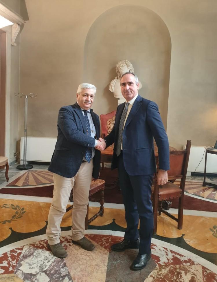 Foto_Firma accordo Consorzio Vino Chianti e Banca Mps_2019.jpg