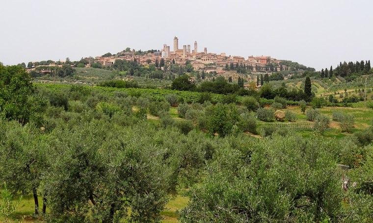1200px-San-Gimignano-South-2012