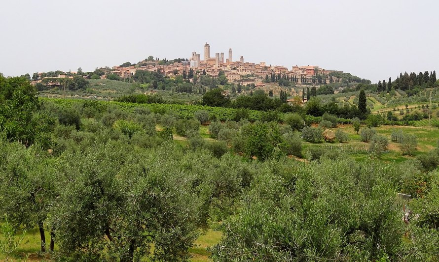 1200px-San-Gimignano-South-2012