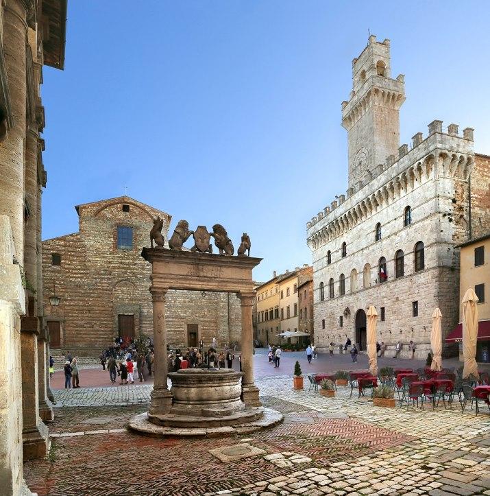 1200px-Montepulciano,_piazza_grande_02